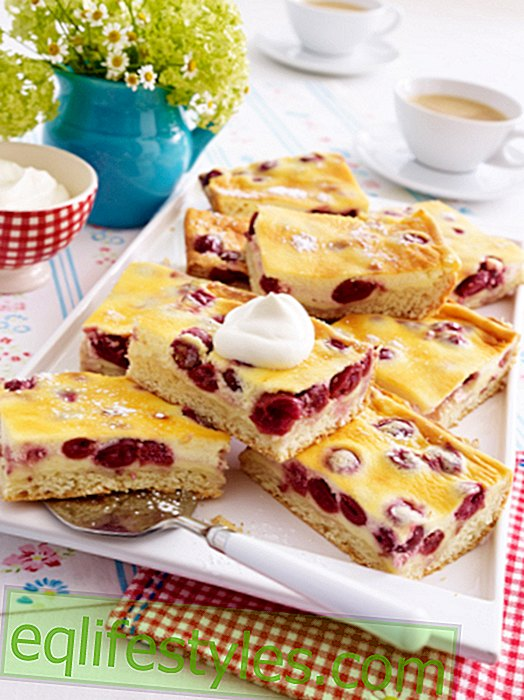 Cherry cake from the tin - with Schmandguss