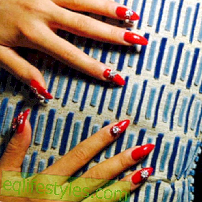 Rita Ora with nail art for 56,000 dollars