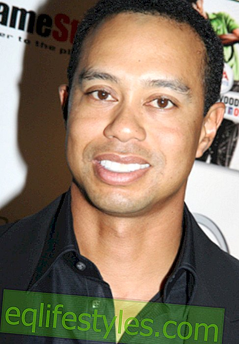 Tiger Woods smooches in pubblico