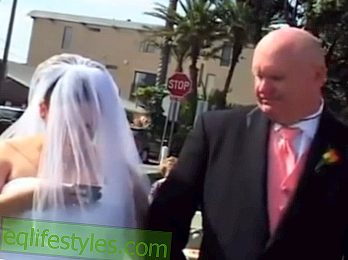 Video: Bride typing on her phone during the wedding ceremony
