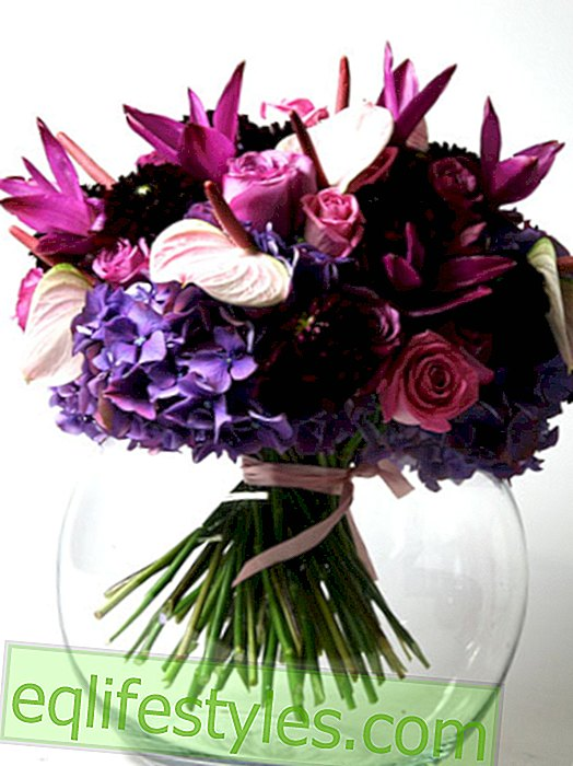 Tie stylish bouquets yourself