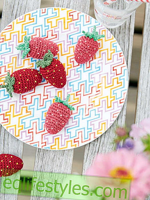 Simple crochet pattern for sweet strawberries