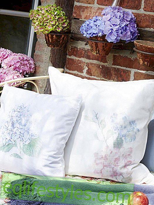 DIY idea: Sew on the cushion cover with hydrangeas yourself