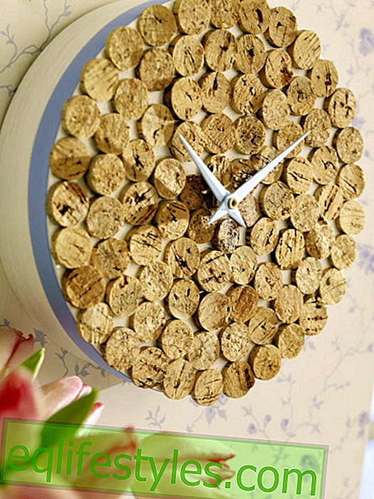 Clock from old wine corks