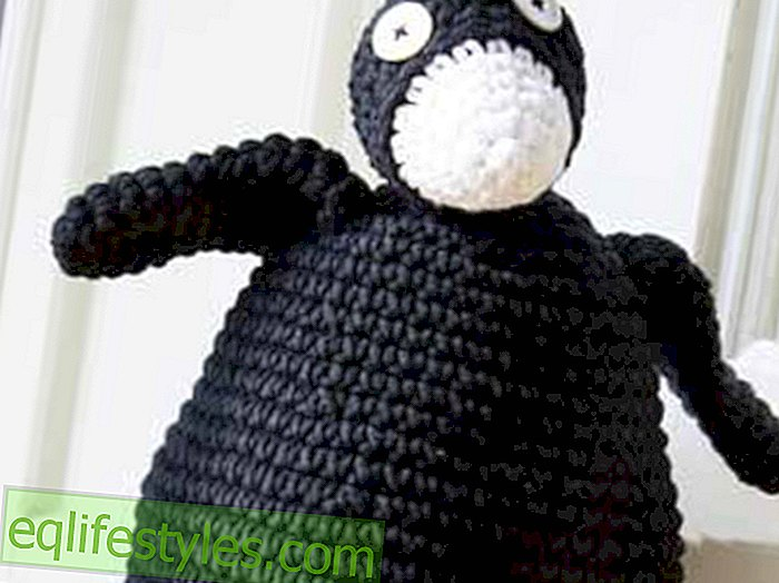 For large and small crochet pattern for a penguin doorstop / cuddly toy - live - 2019