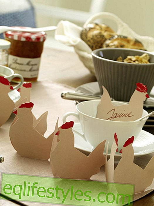 Paper garland from chickens