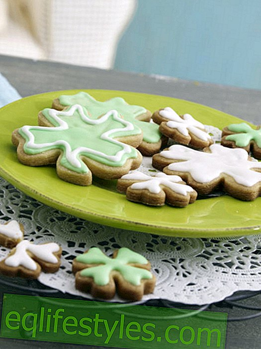 Lucky clover biscuits for New Year's Eve