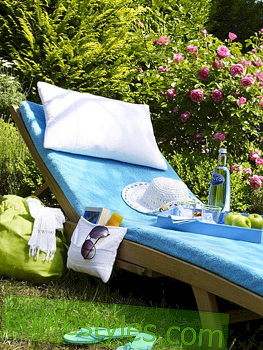 live: Garden lounger with terry cover in turquoise