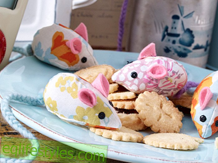 Sewing cuddly toys yourself: sweet mice from scraps of fabric