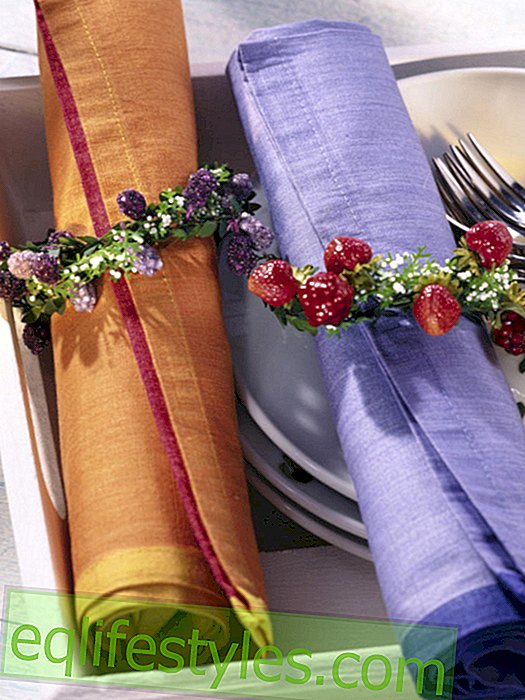 Berry wreath as a napkin ring