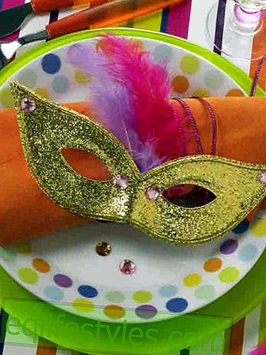 live - Carnival: masked place setting