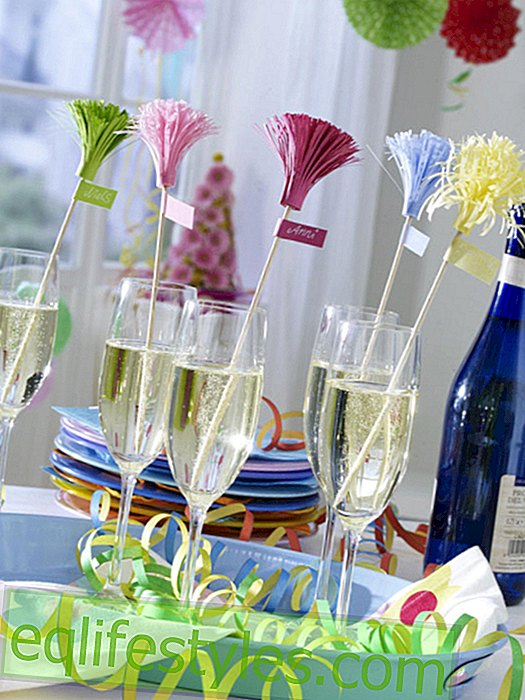 Carnival: Paper skewers for champagne glasses