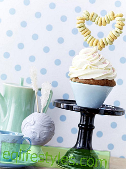 DIY: Sweet cupcake decoration made of cereals