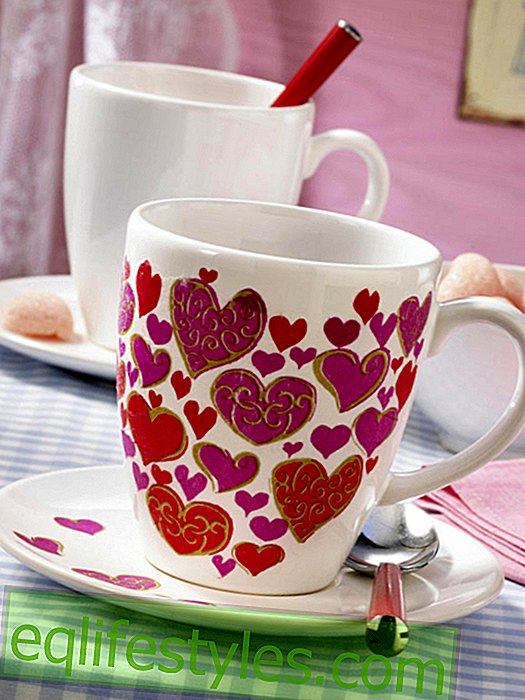 live: Valentine's Day: mug with hearts